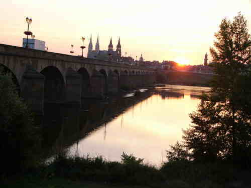 Sonnenaufgang über Moulins